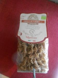 pasta di farro presenta molteplici proprietà: è ricca di fibre, ha un minor tenore calorico rispetto a quella di grano duro, un sapore di grano fragrante