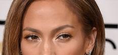 Jennifer-Lopez-Stuns-Unexpected-Look-Golden-Globes